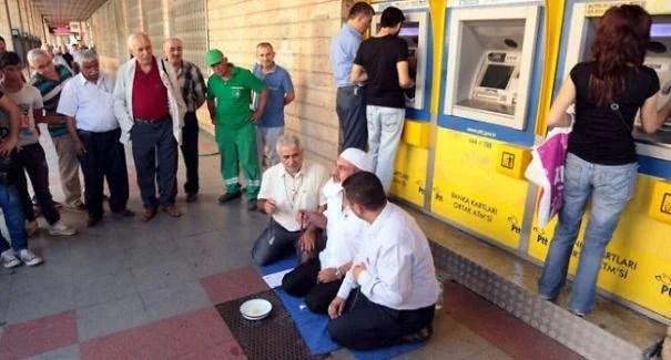 kak snimayut dengi s bankomatov v raznyx stranax mira_vinegret (5)