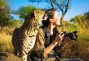 Эта смелая девушка-фотограф без особых проблем находит общий язык с дикими животными.