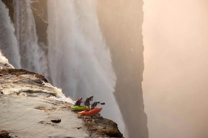 Exciting-extreme-footage-of-photo-contest-Red-Bull-Illume-vinegret (1)