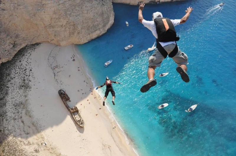 Exciting-extreme-footage-of-photo-contest-Red-Bull-Illume-vinegret (6)