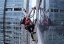Видео: В Южной Корее альпинистка покорила 33-этажный небоскреб с помощью пылесоса.