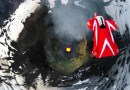 Видео: Роберта Манчино совершила вингсьют-полет над действующим вулканом в Чили.