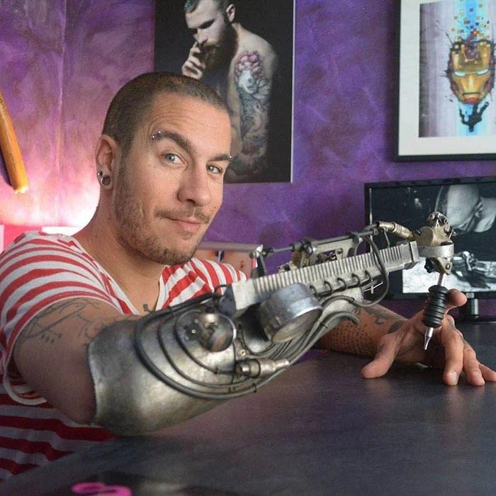 prosthetic-arm-tattoo-artist-jc-sheitan-tenet-jl-gonzal-vinegret (3)