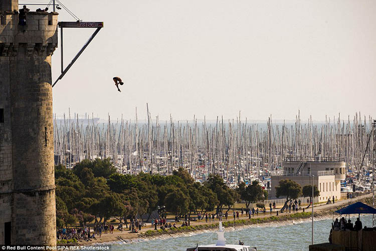 La-Rochelle-France-Red-Bull-Cliff-Diving-World-Series-vinegret (1)