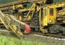 Видео: Огромный путеукладчик строит железную дорогу.