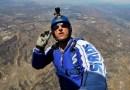 Мурашки по коже: Люк Эйкинс совершил прыжок с высоты 7620 метров без парашюта. [Видео]