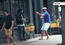 Видео: Ди Каприо, прикинувшись оголтелым фанатом, разыграл Джона Хилла.