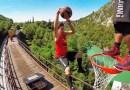 Видео: Баскетбольные фристайлеры устроили конкурс слэм-данков прямо на движущемся поезде.