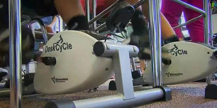 kids-cycling-school-desks-focus-concentration-vinegret (2)