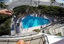 Видео: Опаснейший прыжок в бассейн с гостиничного номера.
