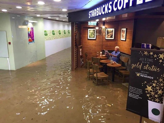 funny-starbucks-uncle-hong-kong-floods-photoshop-battle-vinegret-1