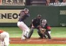 Видео: Мощные японские бейсболисты отбивают мячи настолько сильно, что те стараются покинуть стадион при любой удобной возможности.