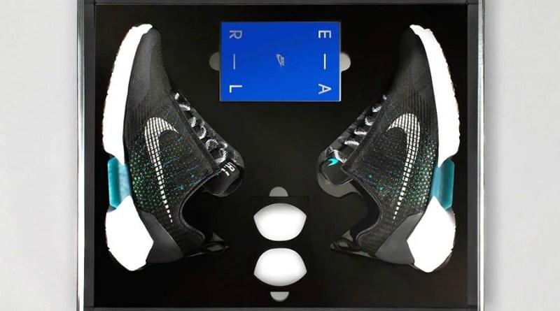 Кроссовки Nike с автоматической шнуровкой поступили в продажу.