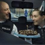 Потрясающая комедийная драма о напарниках-полицейских, рассказанная за пять минут — «На паузе».