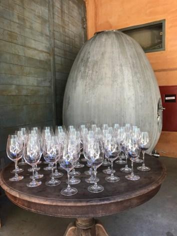 Tanque de concreto em forma de ânfora utilizado para fermentação do vinho Guaspari Sauvignon Blanc