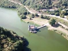 Um castelo dentro do rio: assim é o Château de La Roche – França