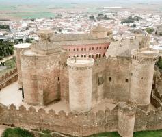 Castelo Belmonte e suas 40 armas medievais de assédio