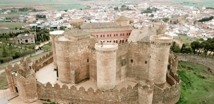 Castelo Belmonte e suas 40 máquinas medievais de assédio