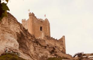 """Castelo Alcalá del Jucar e as incríveis """"CASA CAVERNA"""""""