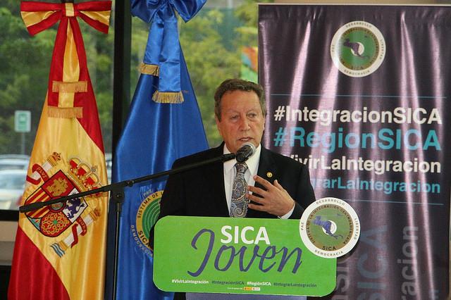 Vinicio Cerezo, secretario general de la SICA