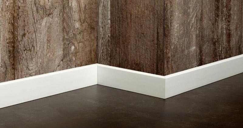 ¿Por qué son importantes los guardaescobas para cuidar tus paredes?