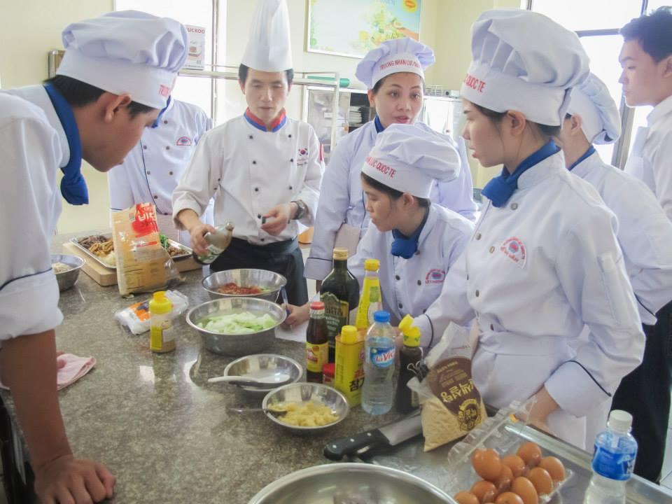 外食ベトナム人特定技能を訓練