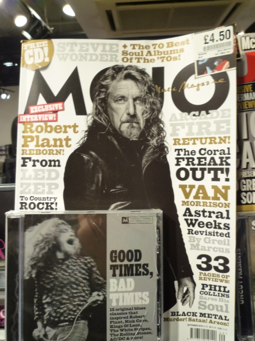 这个是著名的英国音乐杂志《Mojo》,每本4.5镑,很贵。我记得另一本音乐杂志《NME》也很贵,3镑多,只有薄薄一本
