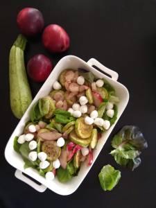 Салат с карамелизированными персиками и бейби муцареллой