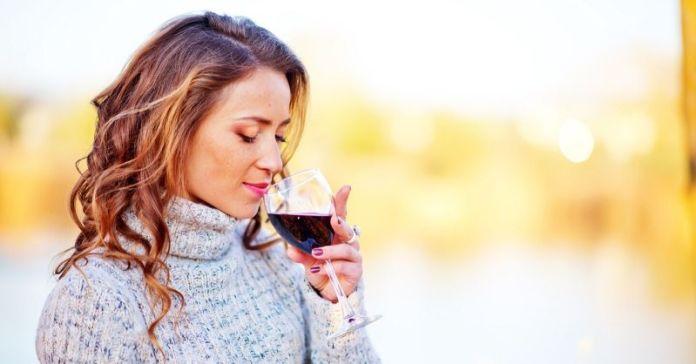 10 efectos del vino tinto en las mujeres