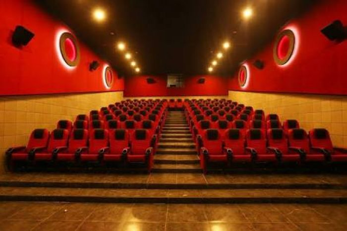commercial-space-trinity-theater-design-vinra-interiors-design2
