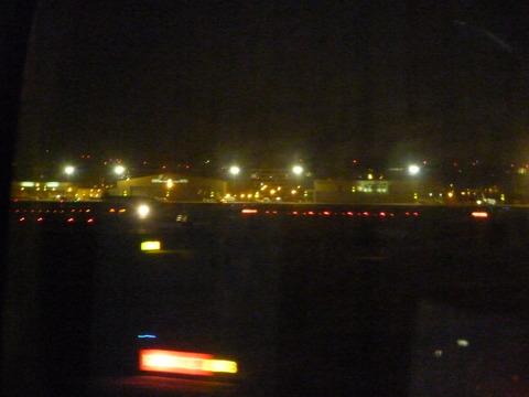A380 降落到迪拜机场,夜晚拍摄的效果非常差