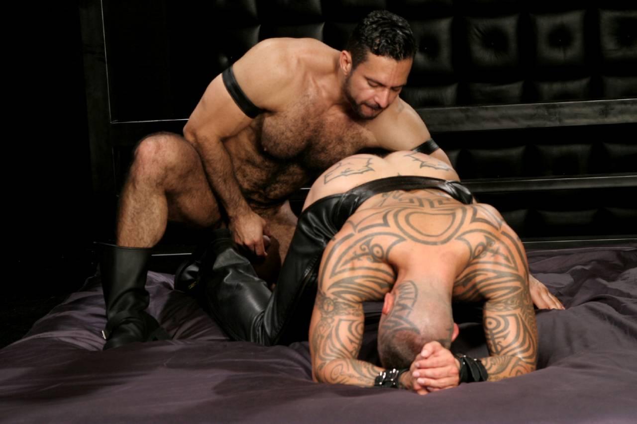 Adam Champ fuck Logan McCree gay hot daddy dude men porn Dominus