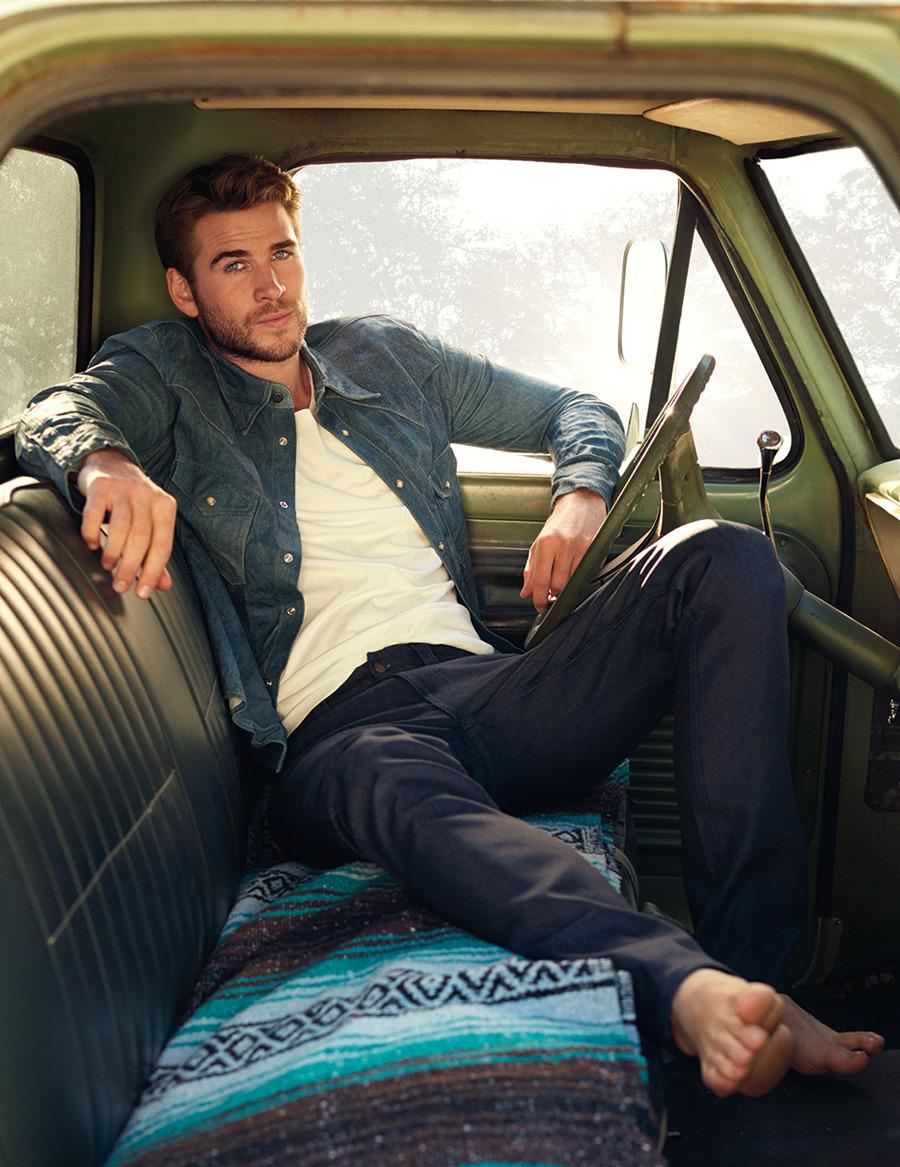 Liam Hemsworth hot sexy men daddies