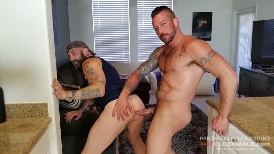 Greg York fuck Hugh Hunter gay hot daddy dude men porn Plumber's Crack