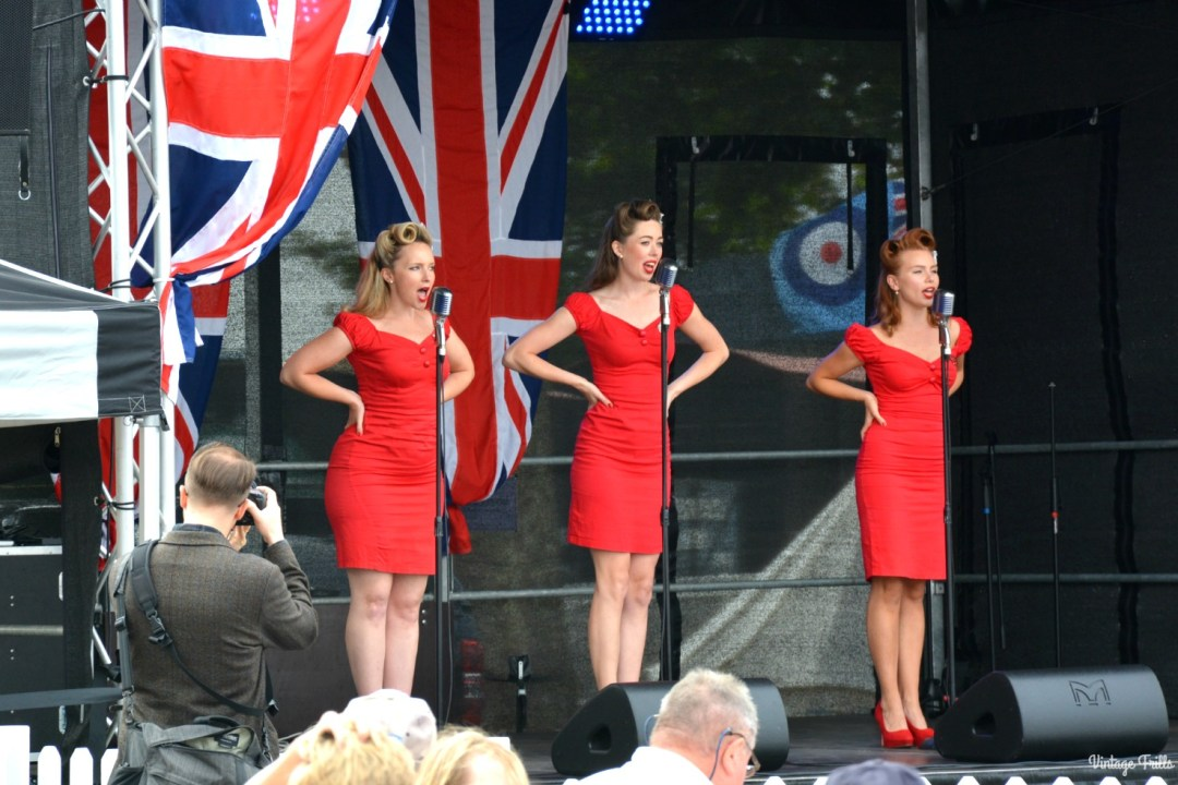 singers-salute-to-the-40s