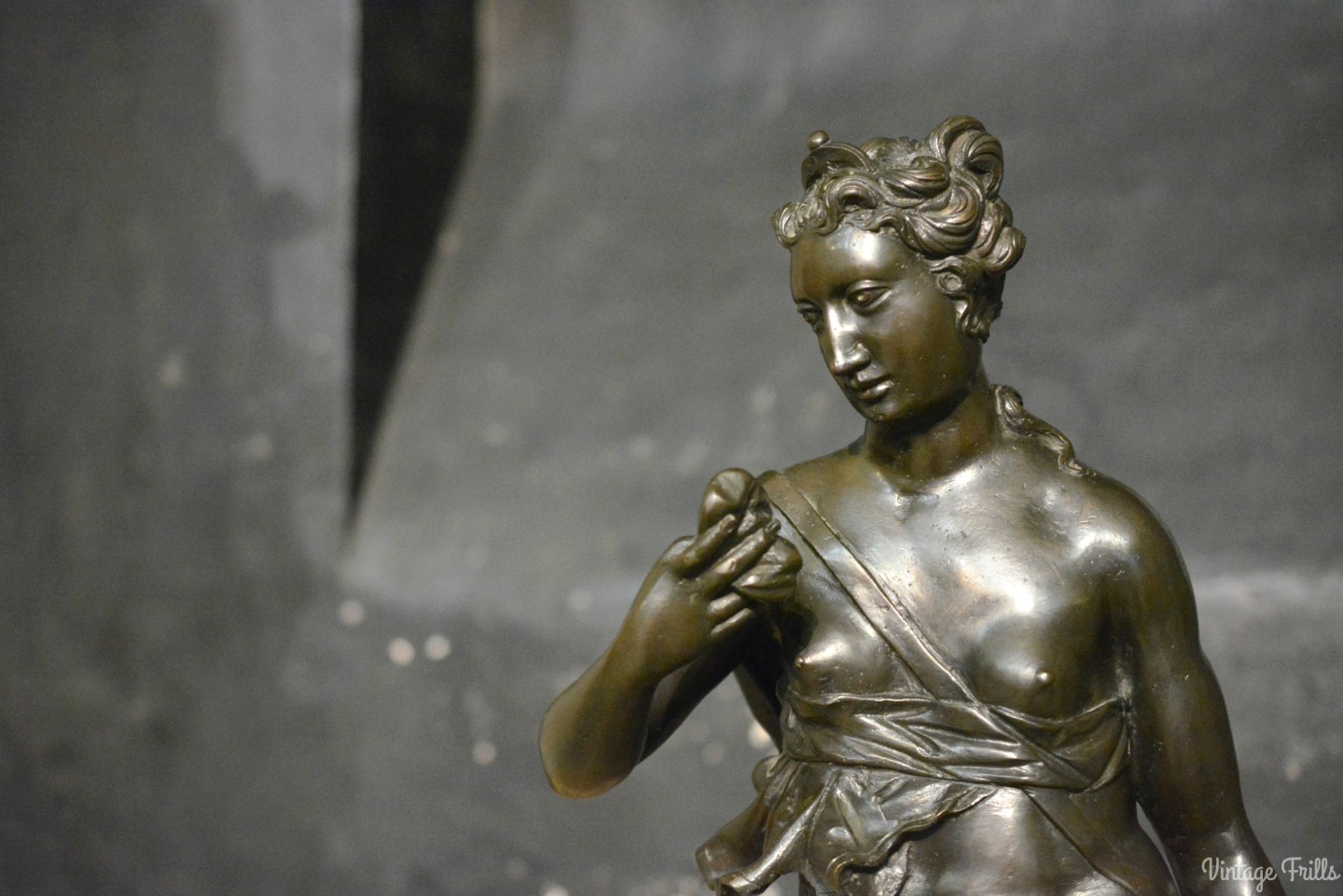 bronze-woman-hampton-court
