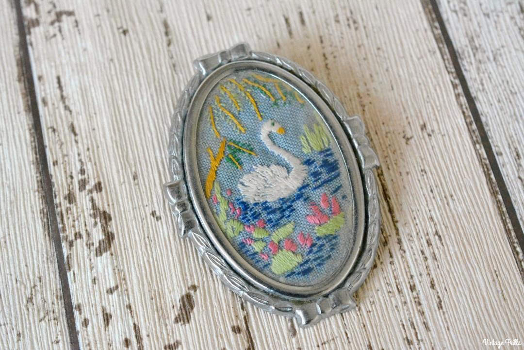 embroidered-vintage-swan-brooch