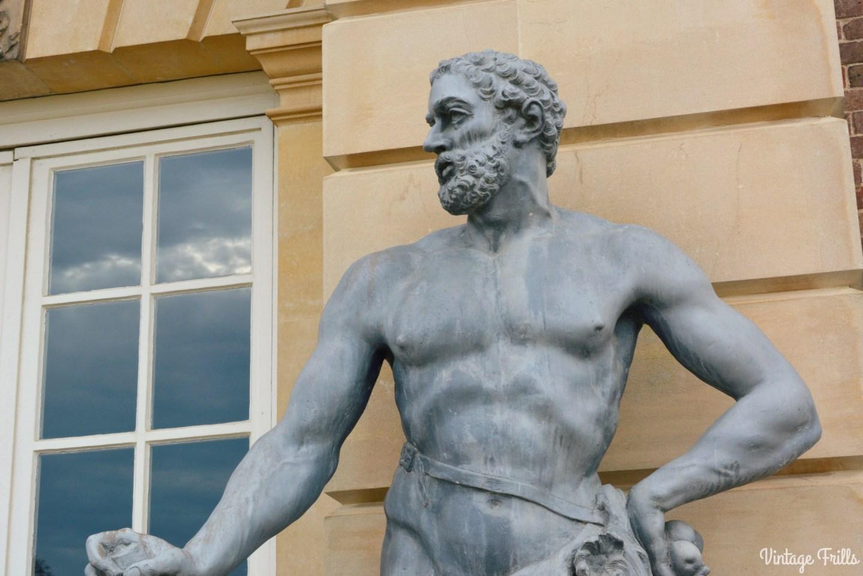 hampton-court-statue