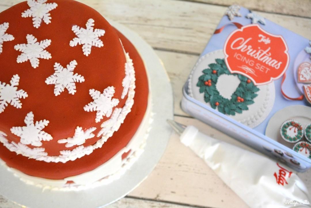 tala-snowflake-christmas-cake