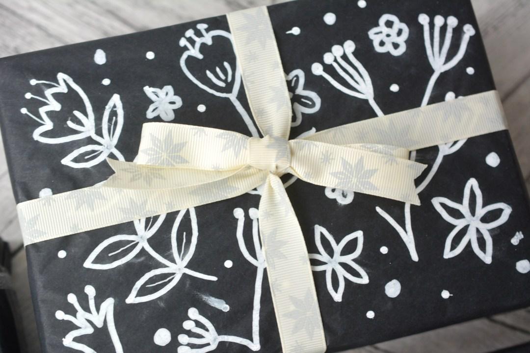 Homemade Black and White Christmas Wrapping DIY #Blogmas