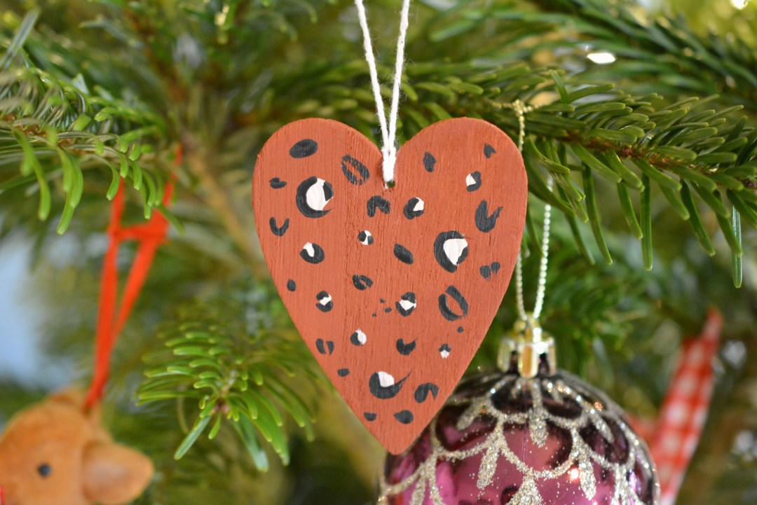 DIY Wooden Leopard Print Christmas Decorations #Blogmas