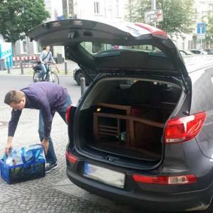 Einkauf von vier restaurierungsbedürftigen Stühlen in Berlin Prenzlauerberg. Transport erfolgt mit eigenem PKW von Robert.