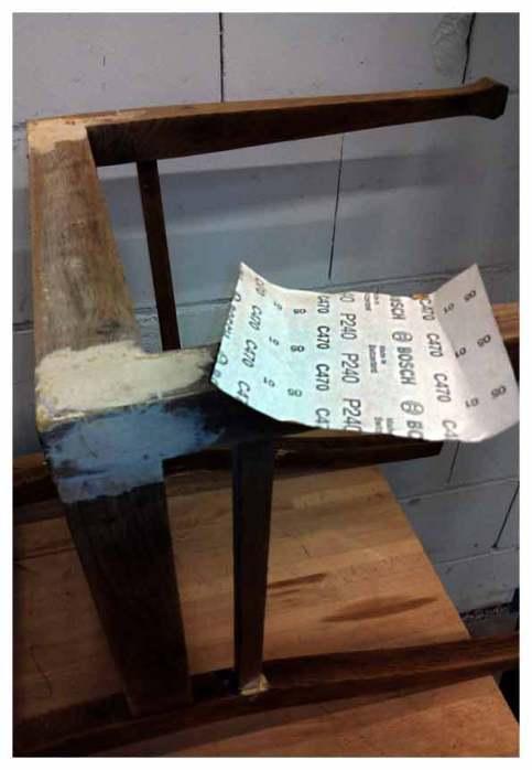 der Stuhl bekommt noch einmal seinen letzten Schliff...