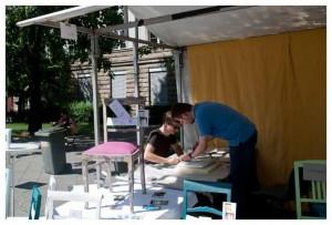 Robert und Sebastian bei der Arbeit, Marktstand, Straße des 17. Juni, Berlin, Kunst und Handwerkermarkt