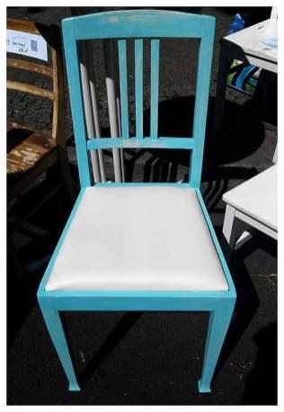 finale Endversion eines vintage Stuhls auf dem Kunst- und Handwerkermarkt