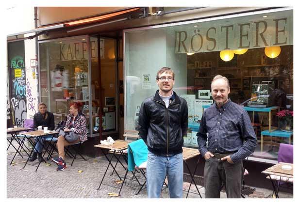 Stefan Bracht und Sebastian Tuschel vor der Kiezrösterei