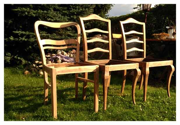 geschliffene Holzstühle