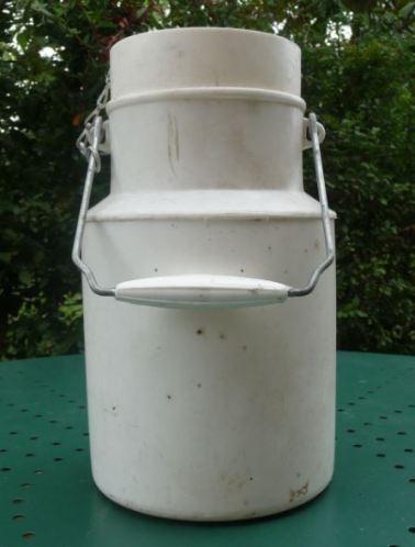 Pot à lait  Pola en plastique blanc