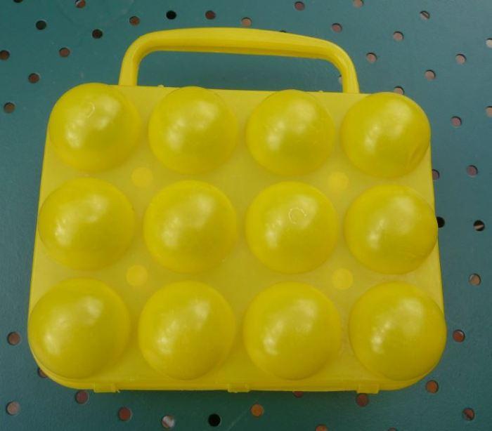 boite à œufs vintage jaune