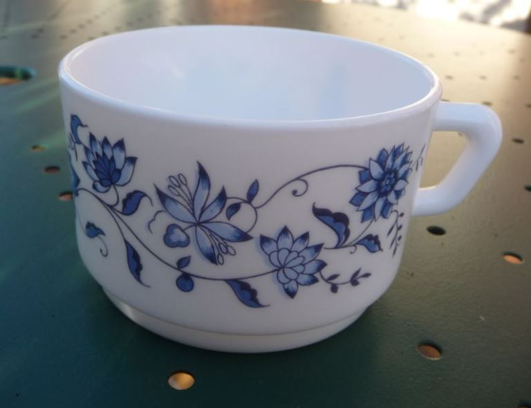 tasse Arcopal vintage motif Aster pour Antar couleur bleu de Kikitch